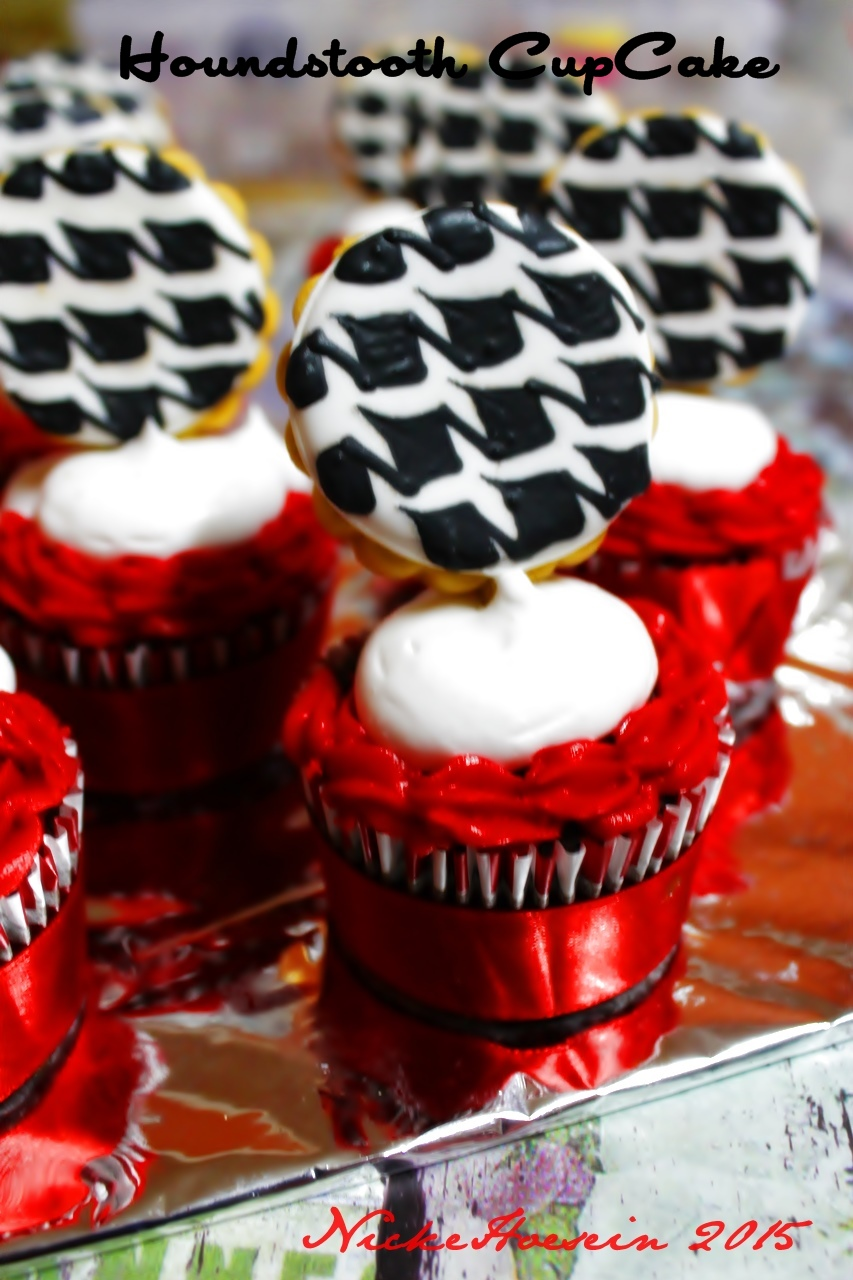 Houndstooth Cupcake