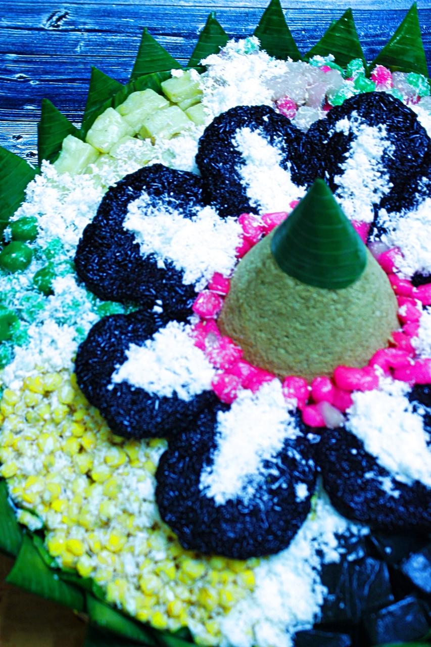 Tumpeng Jajan tradisional, Snacks dan Tumpeng NasiKuning