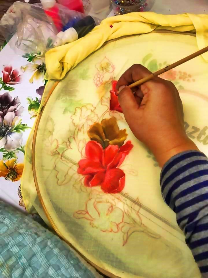 Painting On Fabric, Melukis di atas kainkerudung